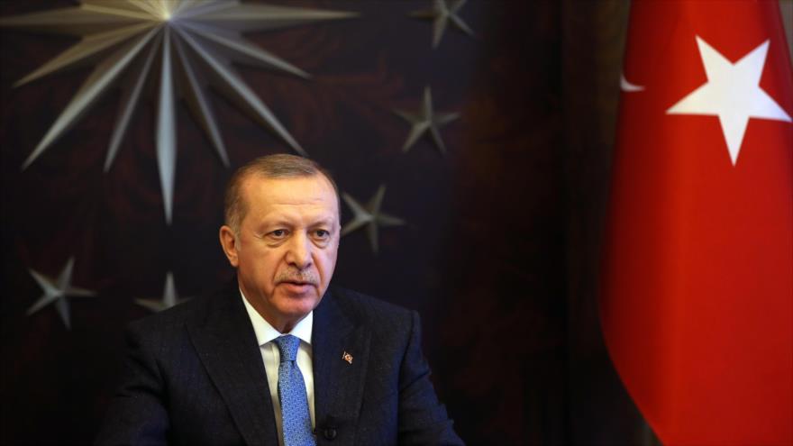 El presidente turco, Recep Tayyip Erdogan, habla en una rueda de prensa, Estambul, 26 de marzo de 2020. (Foto: AFP)