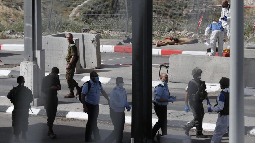 Israelíes matan a tiros a un joven palestino y arrestan a su madre | HISPANTV