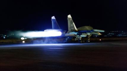 """Su-34 rusos golpean """"objetivos enemigos"""" en un bombardeo nocturno"""