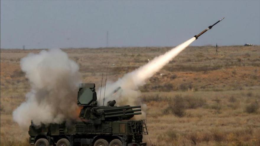 Un misil lanzado desde una plataforma del sistema antiaéreo ruso Pantsir-S1.
