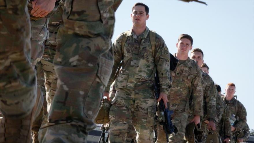 Los paracaidistas del Ejército de EE.UU. en el aeródromo de la Fuerza Aérea Pope, cerca de Fort Bragg en Carolina del Norte, 5 de enero de 2020.