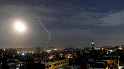 Vídeo: Defensa siria responde ataque israelí, que deja 3 muertos