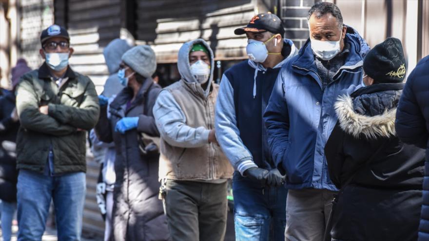 La gente hace cola en Nueva York, en EE.UU, por pedir beneficios de desempleo, 1 de abril de 2020. (Foto: Getty Images)