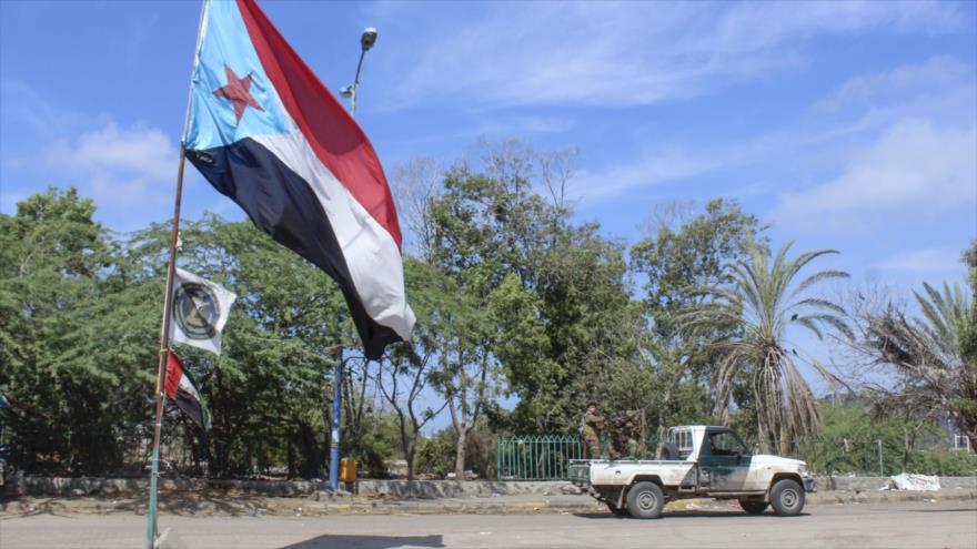 Un vehículo de los separatistas apoyados por los EAU, en la ciudad de Adén, en el sur de Yemen, 26 de abril de 2020. (Foto: AFP)