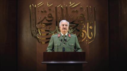 Haftar termina con acuerdo de Sjirat y se declara líder de Libia