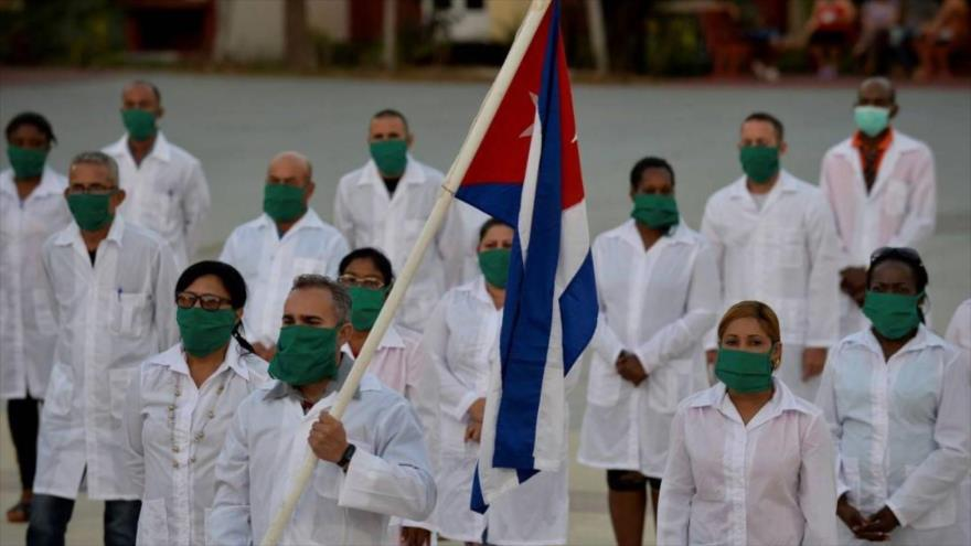 Una brigada de profesionales cubanos de salud, lista para desplegarse en un país afectado por el nuevo coronavirus.