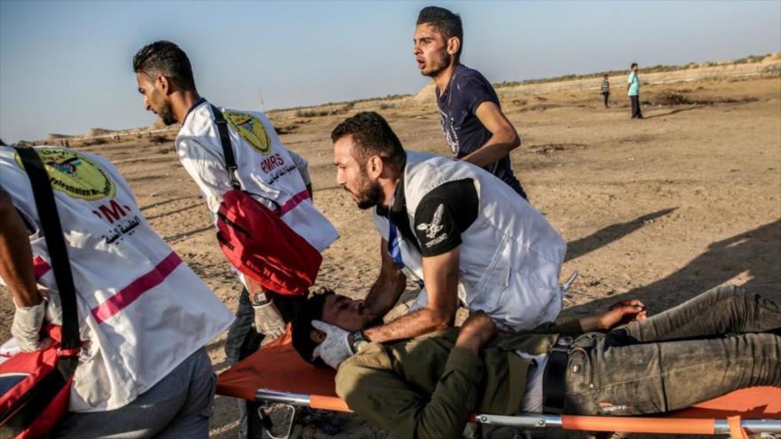 Llevan a un palestino herido por fuerzas israelíes durante protestas en el sur de la Franja de Gaza, 27 de septiembre de 2019. (Foto: AFP)