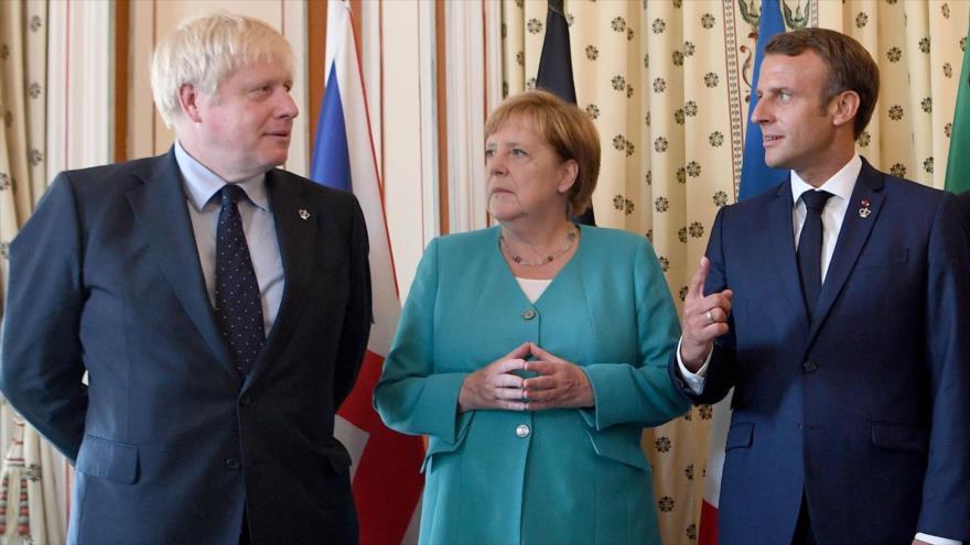 El presidente francés, Emmanuel Macron (dcha.), la canciller de Alemania, Ángela Merkel y el premier británico, Boris Johnson, 24 de agosto de 2019.