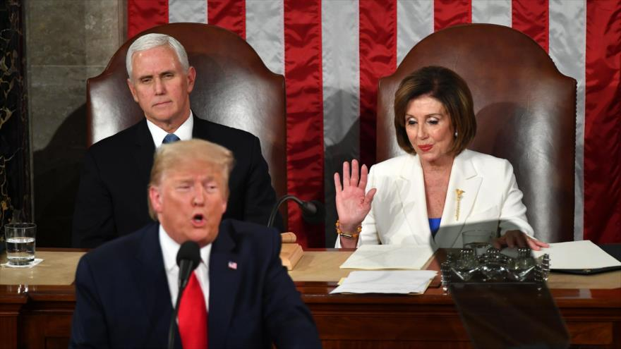 El presidente de EE.UU., Donald Trump, y la presidenta de la Cámara de Representantes, Nancy Pelosi, durante una sesión en el Congreso.