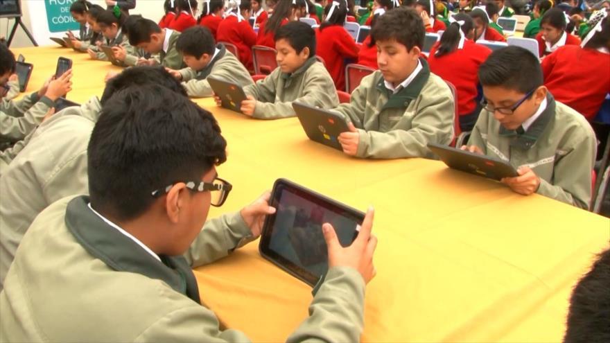En Perú exigen reducción de pensiones escolares por clases virtuales