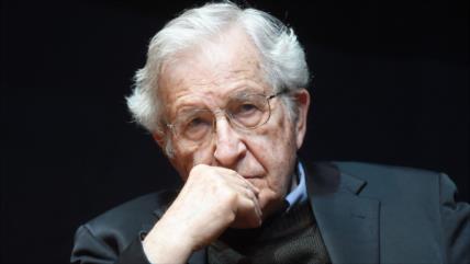 Chomsky: Donald Trump sufre un sadismo de sancionar a Irán