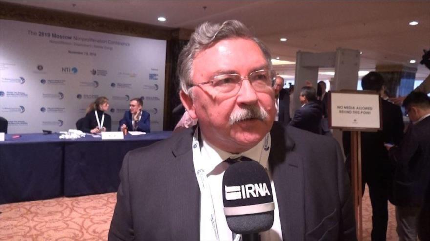 Mijaíl Uliánov, el representante permanente de Rusia ante la Agencia Internacional de Energía Atómica, habla en una entrevista con IRNA.