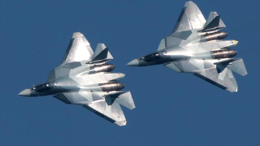 Dos cazas furtivos de quinta generación Sujoi Su-57 de Rusia.