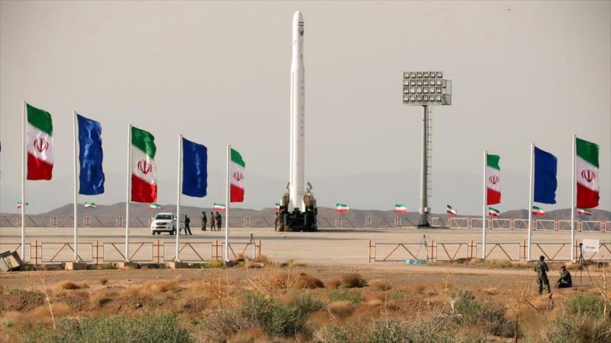 El satélite militar iraní Nur, antes de ser lanzado por el Cuerpo de Guardianes de la Revolución Islámica (CGRI) de Irán, 22 de abril de 2020.