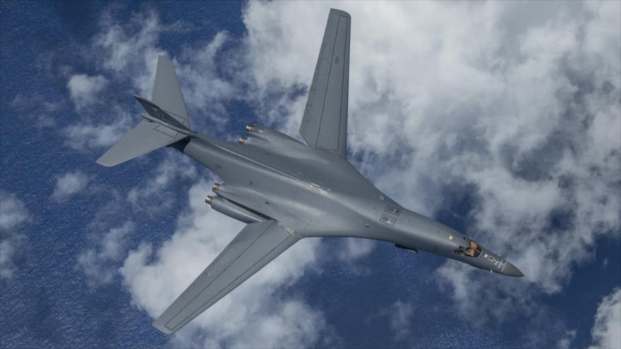 Un bombardero estratégico estadounidense Lanceros B-1B vuela en el aire cerca del espacio aéreo de China, 6 de mayo de 2020. (Foto: USTRANSCOM)