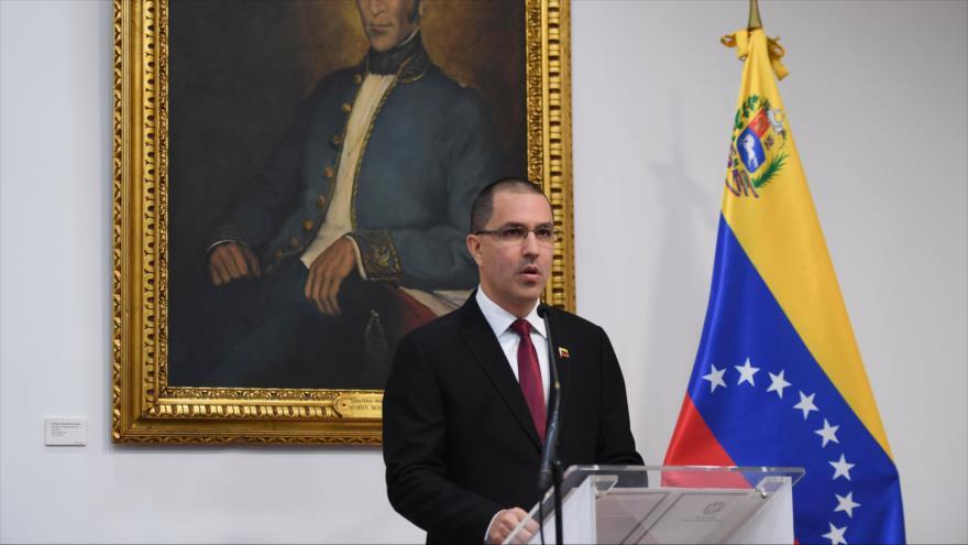 El canciller venezolano, Jorge Arreaza, en una rueda de prensa en Caracas, la capital, 5 de febrero de 2020. (Foto: AFP)