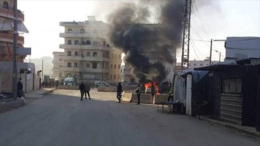 Estallido de una bomba deja un mártir y 20 heridos en ciudad de Al-Bab, provincia de Alepo, noroeste de Siria.