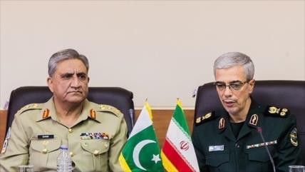 Irán pide firmeza a Paquistán para liberar a militares secuestrados