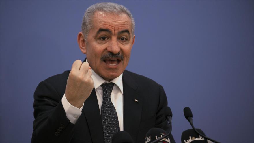 El premier palestino, Mohamad Shtayeh, durante una rueda de prensa en Ramalá (norte de Cisjordania), 5 de mayo de 2020. (Foto: AFP)