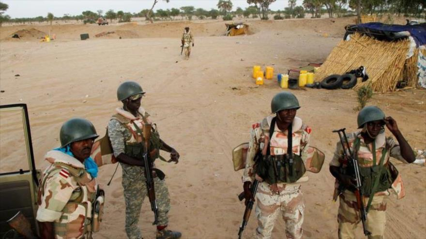 Soldados nigerinos en la ciudad de Difa, cerca de la frontera con la vecina Nigeria. (Foto: Reuters)