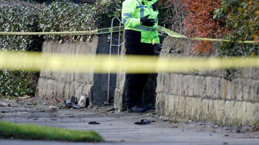 Arrestan a una pareja británica que caminaba con un torso humano escondido en una maleta.