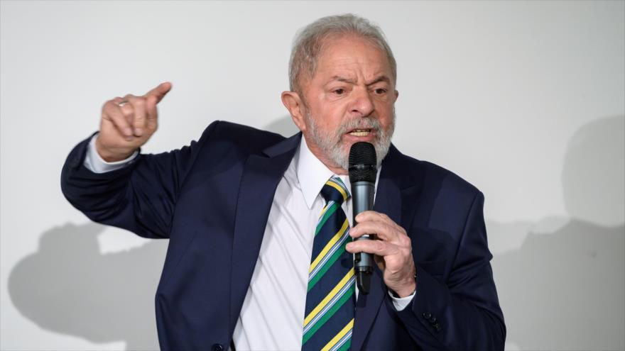 El expresidente brasileño Luiz Inácio Lula da Silva, ofrece un discurso en Ginebra, Suiza, 6 de marzo de 2020.