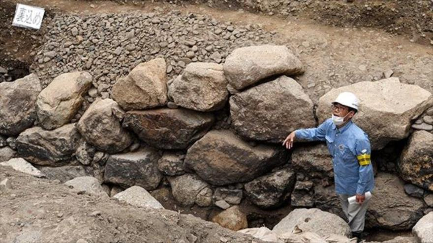 Los restos de las murallas y el foso del castillo de Kyoto Shinjo encontrados en el territorio del actual Palacio Imperial en Kioto.