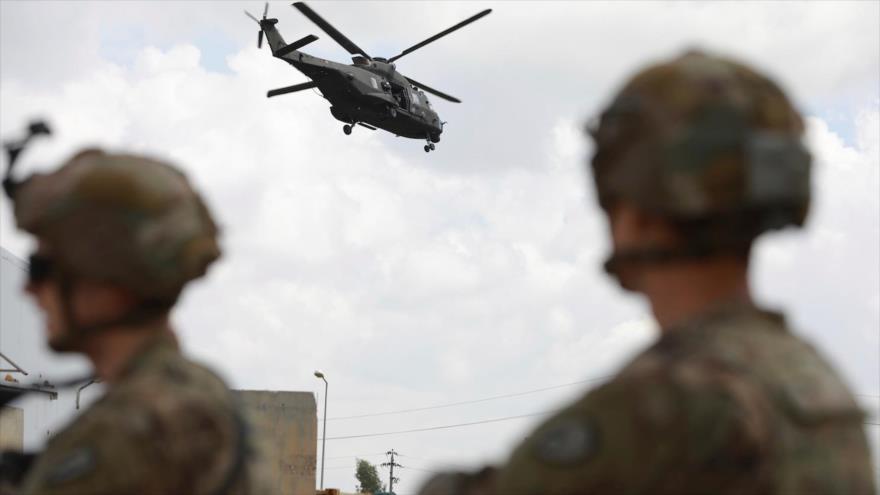 Soldados estadounidenses hacen guardia en la base aérea K1 cerca de Kirkuk en el norte de Irak, 29 de marzo de 2020.