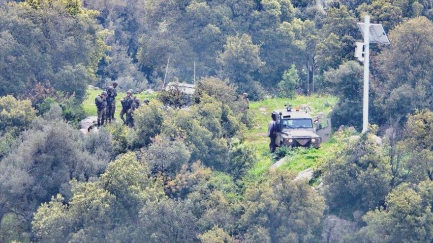 Soldados israelíes desplegados en la parte ocupada de las granjas de Shebaa, fronterizas con El Líbano.