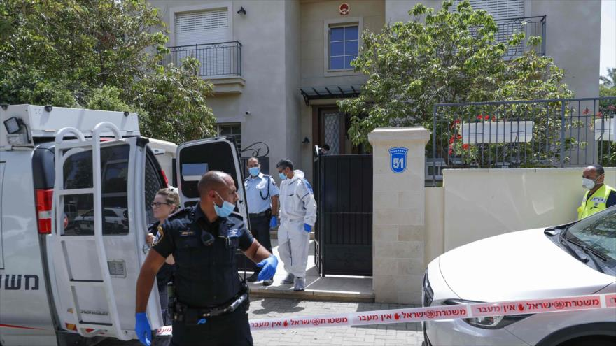 Policía israelí llega a la residencia del embajador chino Du Wei, donde murió, Herzliya, norte de Tel Aviv, 17 de mayo de 2020. (Foto: AFP)