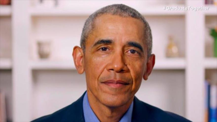 En esta captura de pantalla, el expresidente Barack Obama habla en una videoconferencia durante una graduación, 16 de mayo de 2020.