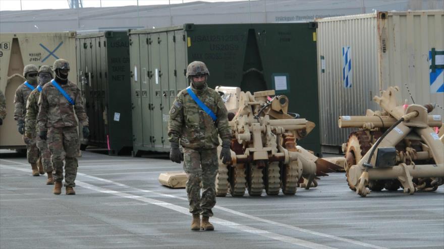 Soldados estadounidenses participan en una operación en el puerto de Bremerhaven, 21 de febrero de 2020. (FOTO: AFP)