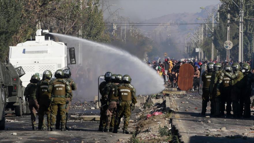 Vuelven protestas violentas en Chile por falta de ayuda durante pandemia