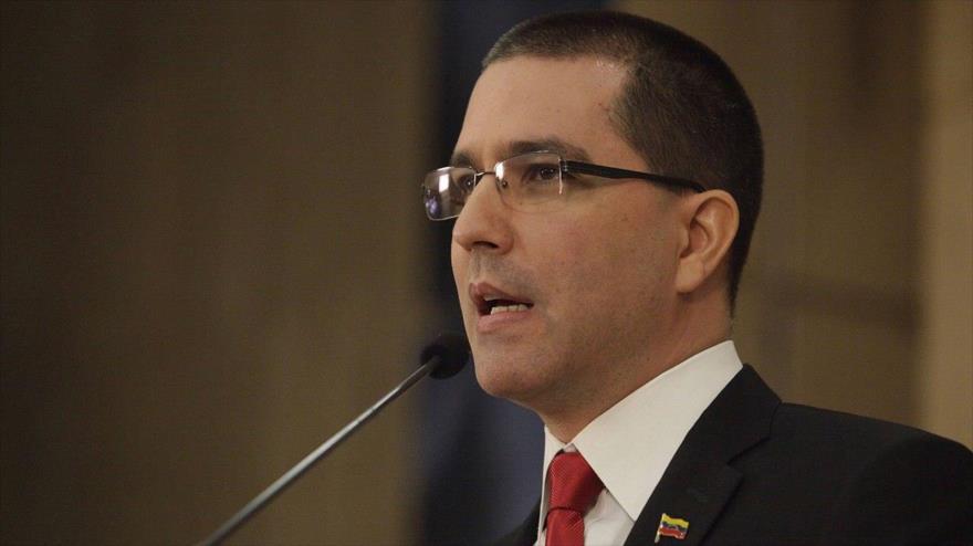 El ministro de Asuntos Exteriores de Venezuela, Jorge Arreaza, ofrece un discurso en Caracas, la capital.