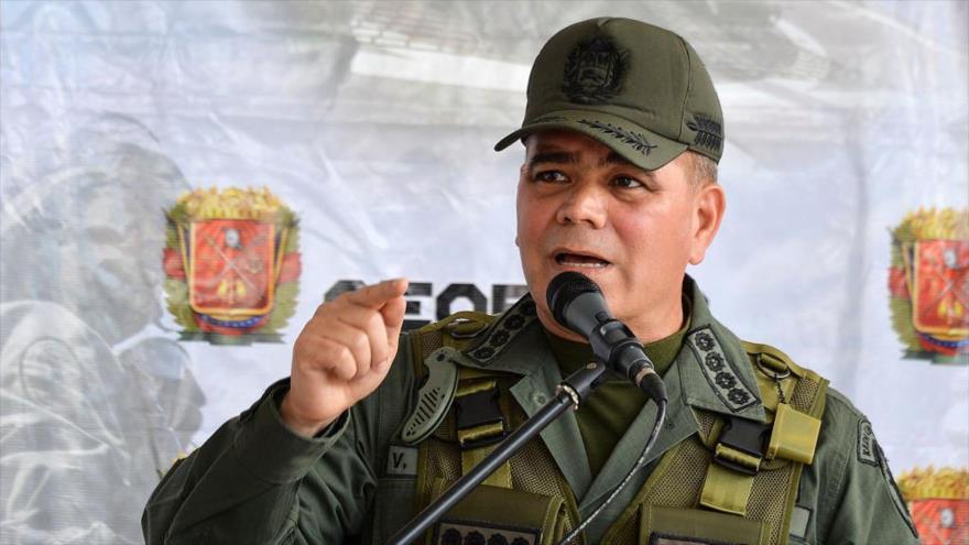 El ministro de Defensa de Venezuela, Vladimir Padrino López, ofrece un discurso durante una rueda de prensa.