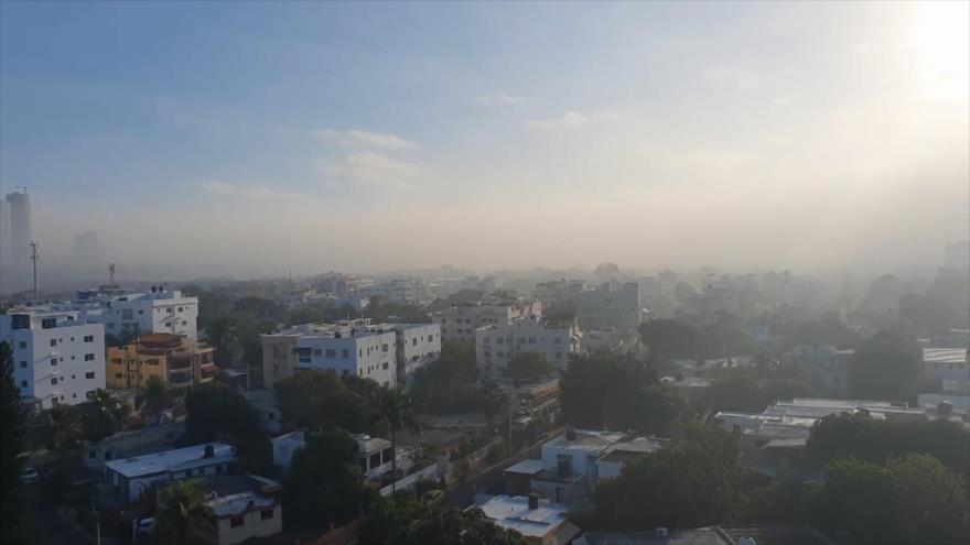 Humo de vertedero cubre la capital de República Dominicana
