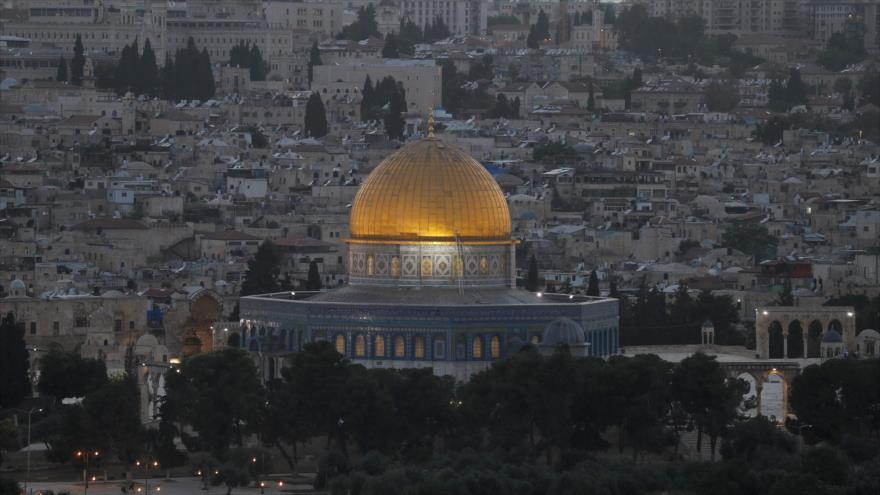 La mezquita de la Cúpula de la Roca en el complejo de la mezquita Al-Aqsa, en la ciudad palestina de Al-Quds, 19 de mayo de 2020. (Foto: AFP)