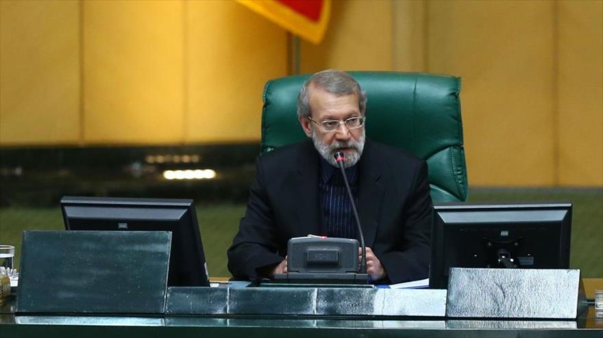 El presidente de la Asamblea Consultiva Islámica de Irán (Mayles), Ali Lariyani, durante una sesión parlamentaria.