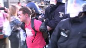 Alemanes protestan contra el confinamiento