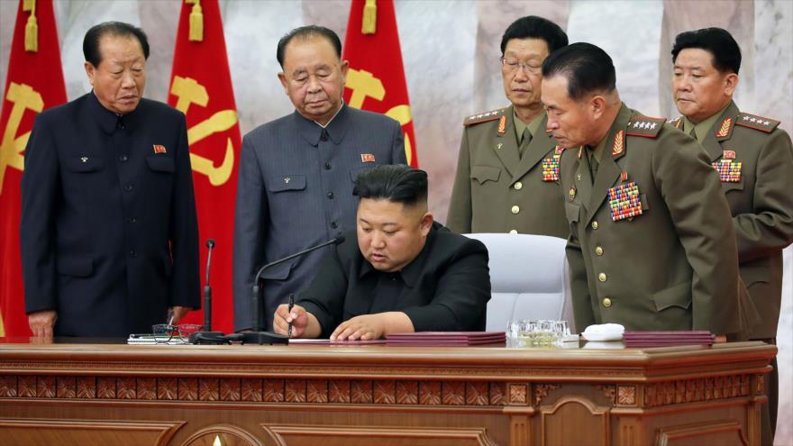 El líder norcoreano, Kim Jong-un, una reunión militar en Pyongyang, 24 de mayo de 2020. (Foto: AFP)