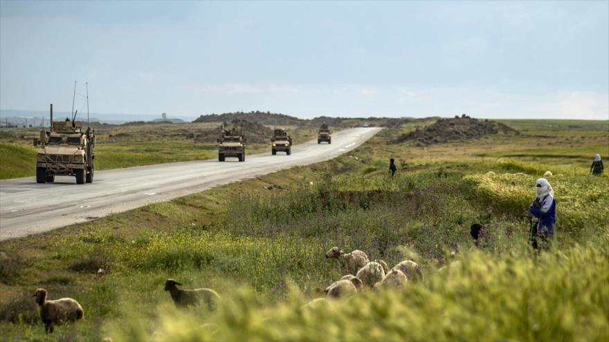 Un convoy militar de EE.UU. en la provincia siria de Al-Hasaka, 25 de abril de 2020 (Foto: AFP)