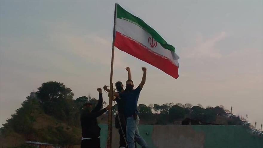 Izan bandera iraní en Caracas para agradecer envío de gasolina | HISPANTV