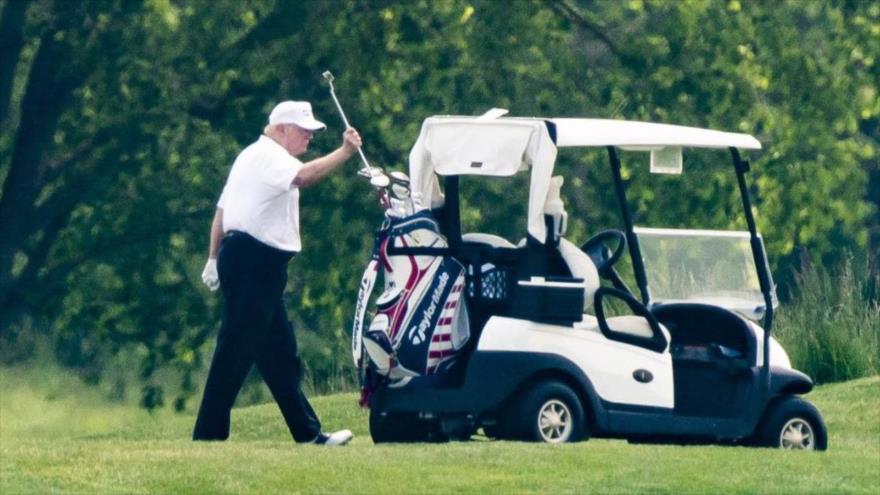 El presidente de EE.UU., Donald Trump, en un campo de golf.