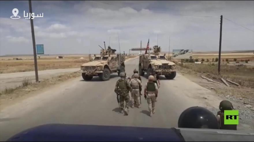 Vean cómo EEUU abre paso a la patrulla rusa en el norte de Siria