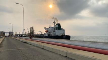 Venezuela publica imágenes de llegada del primer petrolero iraní