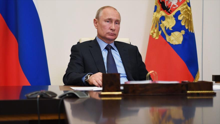 El presidente ruso, Vladimir Putin, durante una reunión por videoconferencia desde su residencia en las afueras de Moscú, 14 de mayo de 2020. (Foto: AFP)