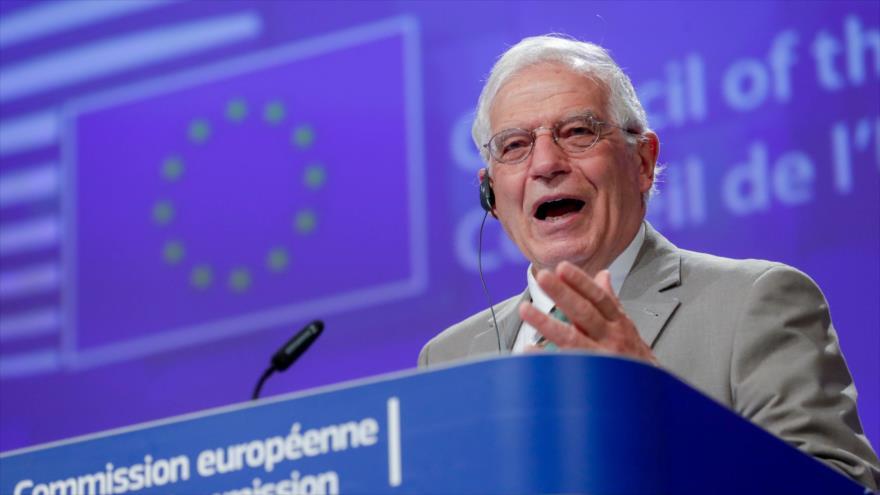 El jefe de la Diplomacia de la UE, Josep Borrell, atiende una videoconferencia en Bruselas, Bélgica, 22 de abril de 2020. (Foto: AFP)