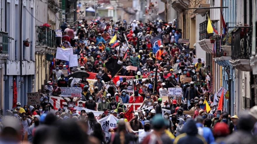 Ecuatorianos protestan contra el Gobierno en las calles de Quito, la capital, 25 de mayo de 2020. (Foto: AFP)