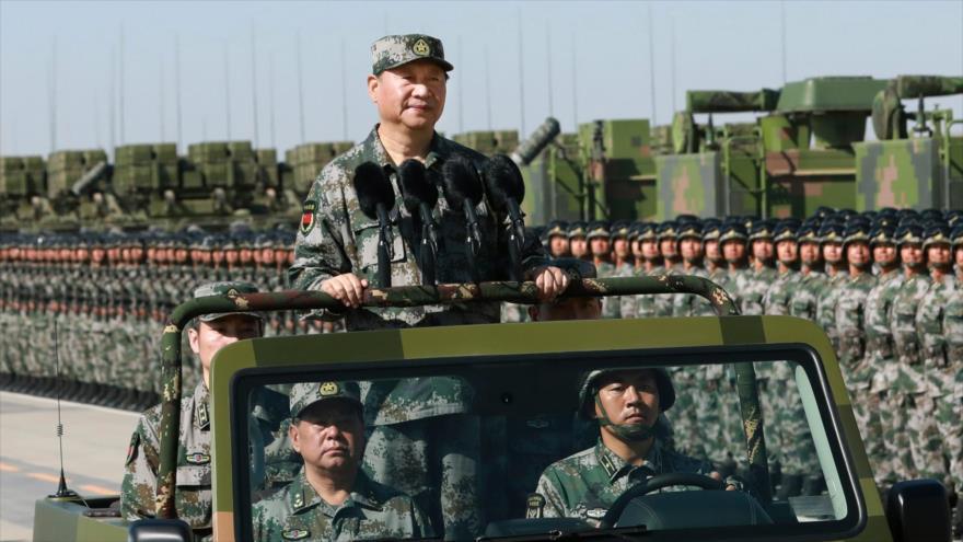El presidente chino, Xi Jinping, pasa revista militar antes de unas maniobras.