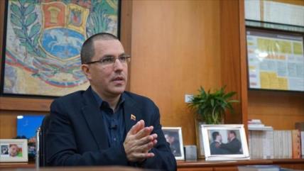 """Venezuela defiende comercio con Irán pese a """"locura imperialista"""""""
